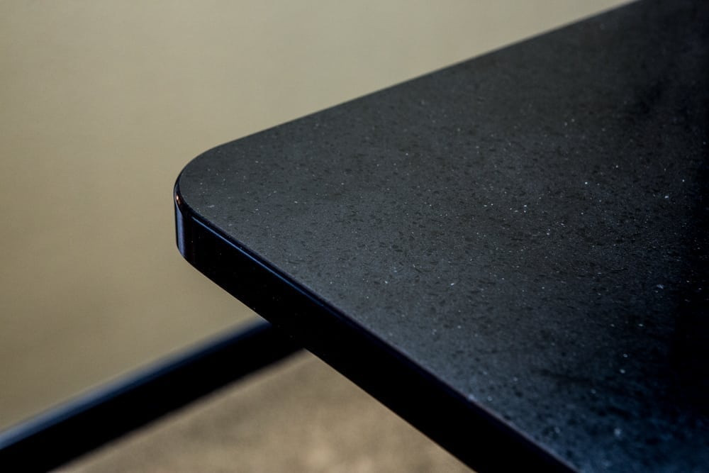 gallery_black_quartz_close_up